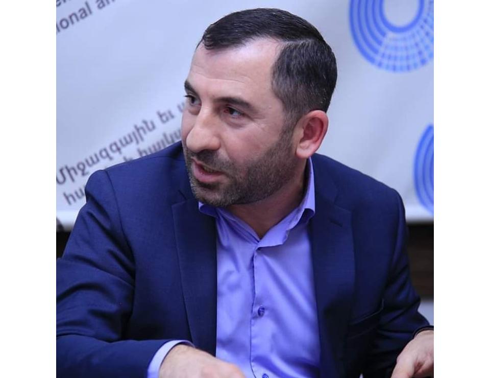 Gürcüstanda pandemiya, dövlət və kilsə